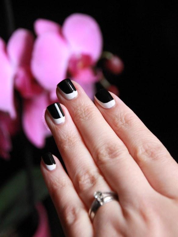 Demi-lune noire & blanche pour nail art graphique...