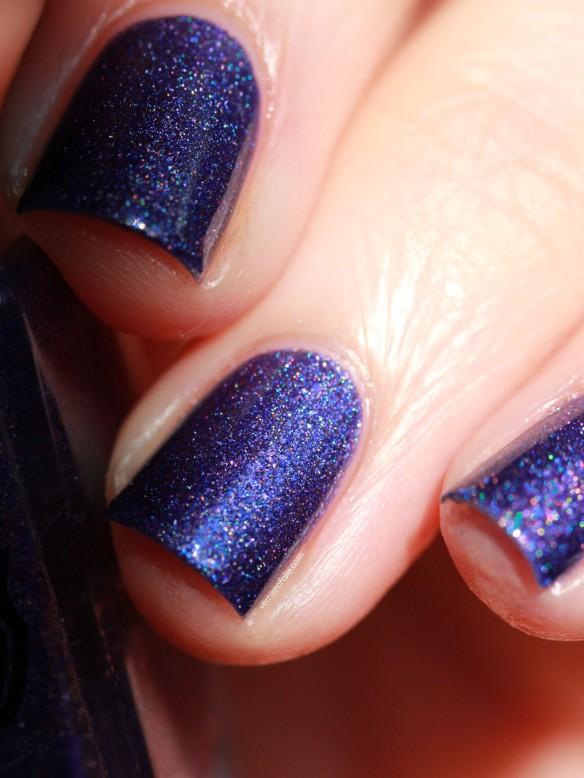 Le pus sur le doigt à côté de longle le traitement